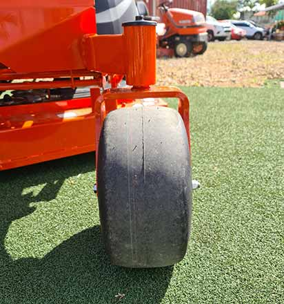Kubota Z400 features 6.5inch front tyres